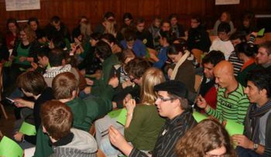 Ob Sommer- oder Winterschule: Junge Erwachsene aus ganz Europa und Nahost sorgen für ein volles Haus.