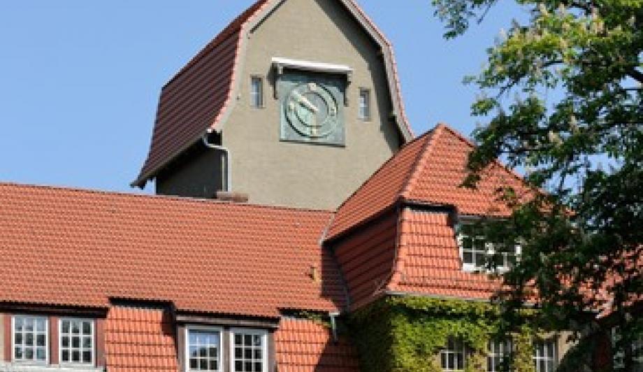 Neue Zeiger am alten Turm