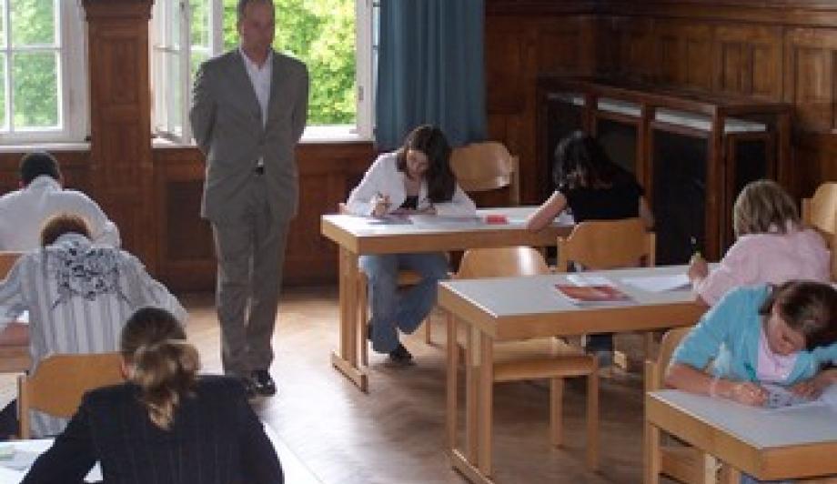 Simulierter Einstellungstest: Die Schüler_innen gewinnen Sicherheit, wenn sie erleben, was auf sie zukommt.