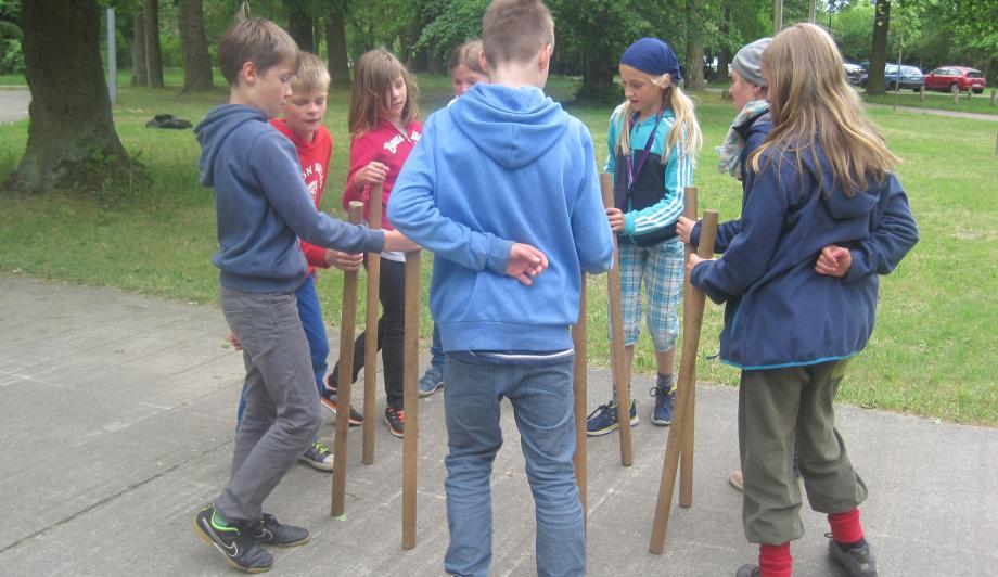 Kinder trainieren Zusammenarbeit