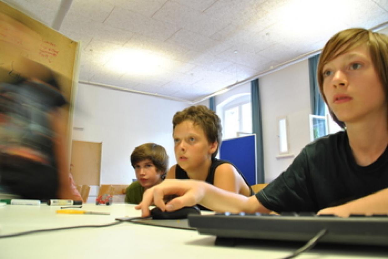 Neue Medien, neue Kommunikationswege - Jugendliche in der Seminararbeit