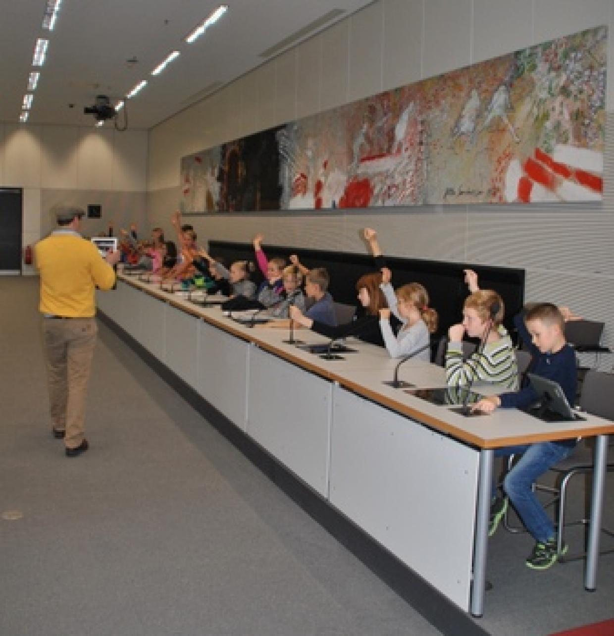 """""""Fragt doch uns!"""" - Reportagen von Kindern aus dem Bundestag"""
