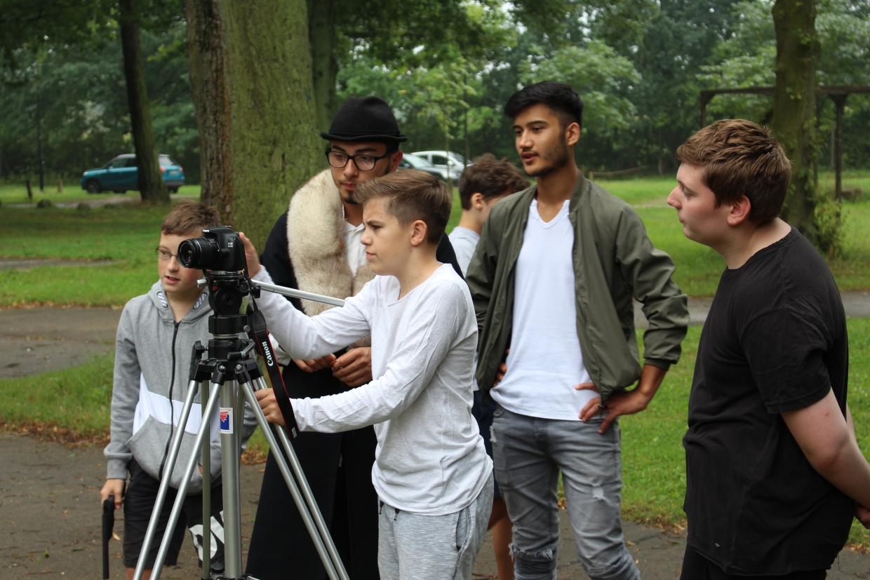 Jugendliche beim Filmdreh auf der Kreativwerkstatt 2017
