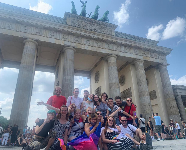 Teilnehmende von Queer Easter 2021 am 24.7.2021 bei der Pride in Berlin.