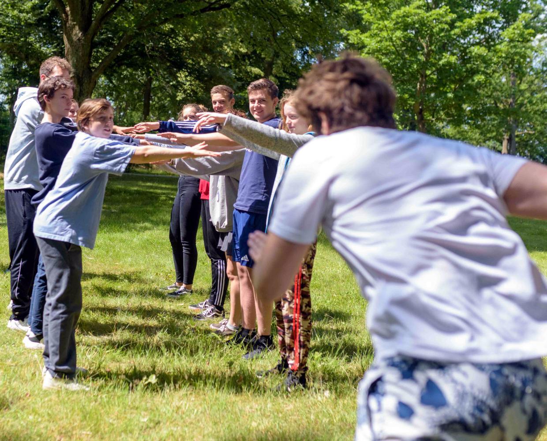 Aktivitäten im Freien: Jugendliche bei den Kreativferien 2020